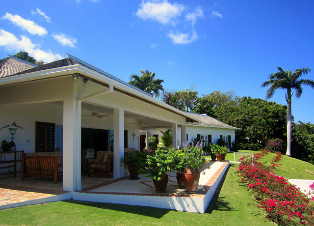 Perched on a remarkable site at the excellent Tryall Club, YELLOWBIRD is a delightful home for a family -- or for any group wanting a wonderful week of golf, tennis and water sports ... while