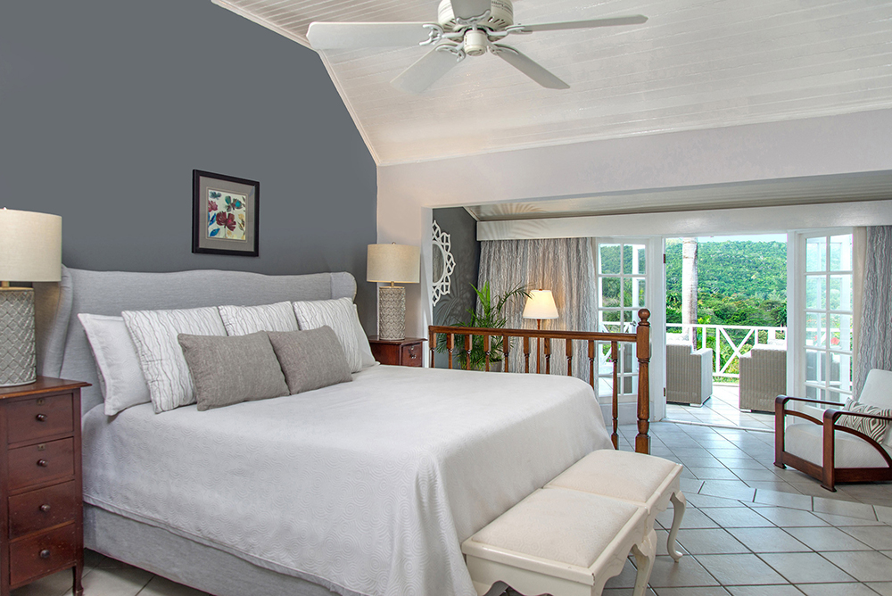 The master suite features an en suite bathroom with double vanity, shower and Jacuzzi.  The bedroom has a kingsize bed, desk and sitting area ... and opens directly onto the plunge pool deck