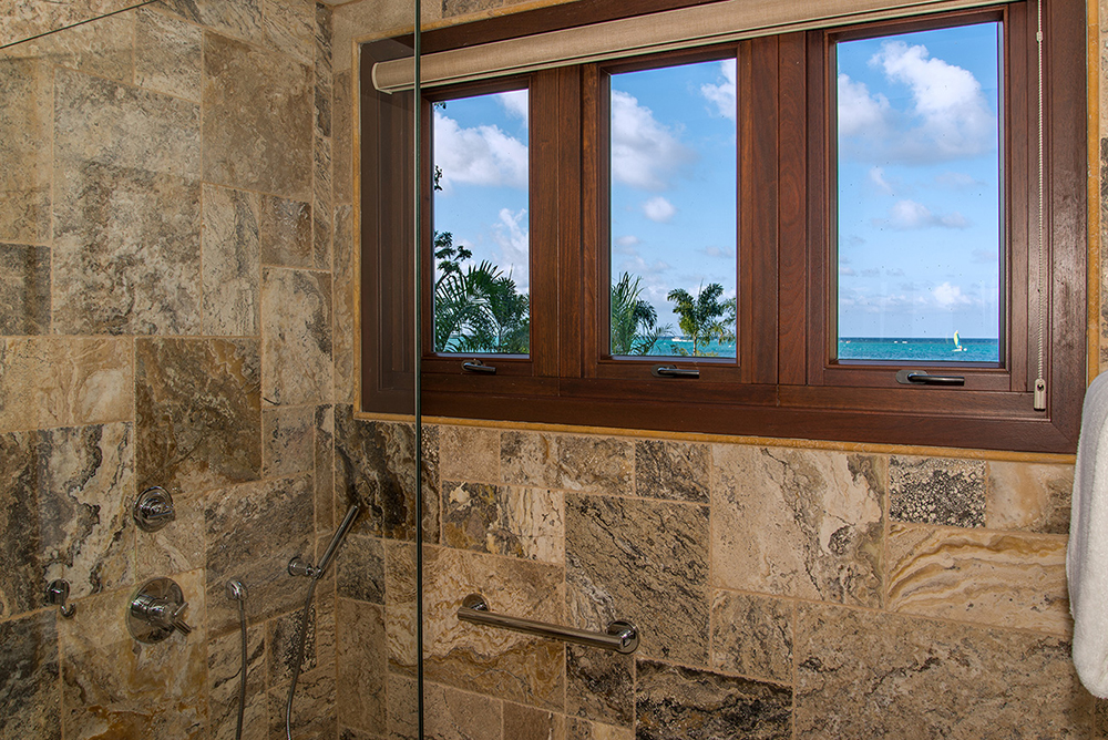 Six bathing areas are stone-clad, spacious and modern with smart linen-like shades.
