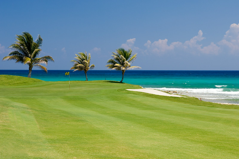 While Kenyan Sunset is located immediately adjacent to the White Witch golf course, Half Moon and Cinnamon Hill are five minutes away.