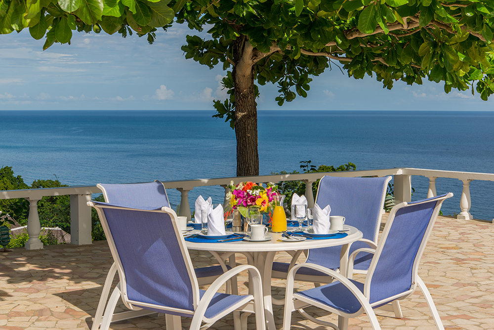 Mealtime at Cliffside Cottage is special.  From breakfasts under the almond tree ...