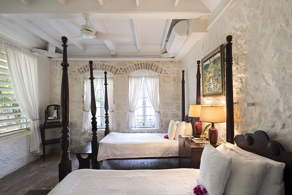Bedroom 2, with Four Poster Twin beds . Making the two bedrooms a perfect family suite.