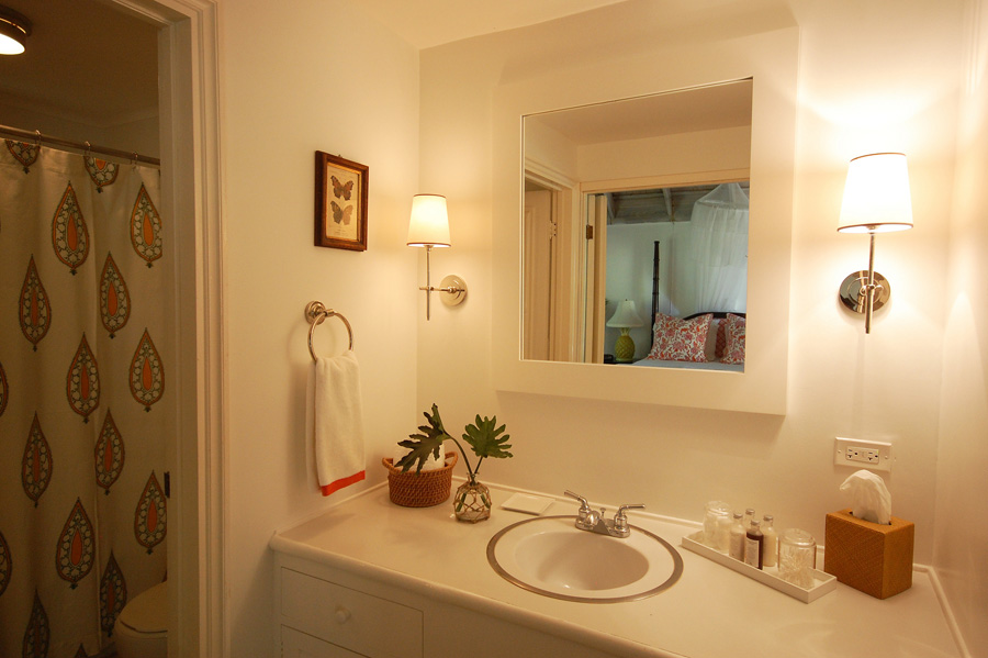 All bathrooms feature bathtub/shower combinations. Hair dryers and Aromapothecary toiletries are complimentary.