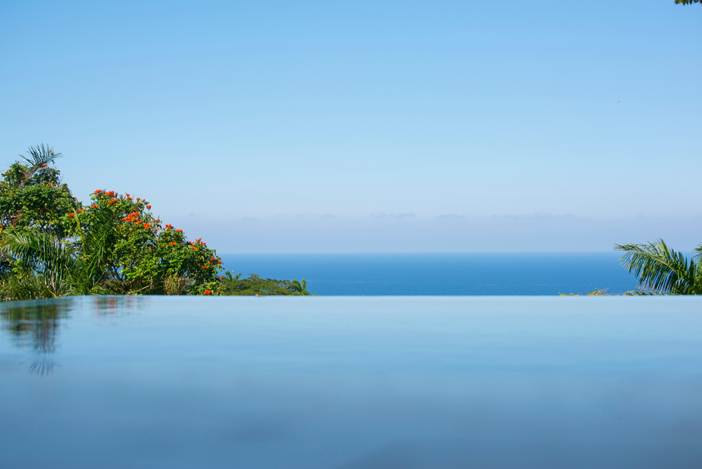 Following Seas is ranked in the highest luxury villa classification in the Tryall Club.