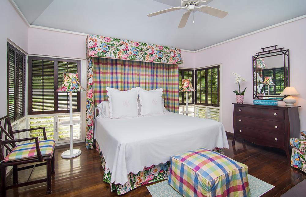 Bedrooms overlooking the garden, tennis court and sea view.
