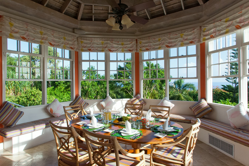 ... connecting to the sunny breakfast room.