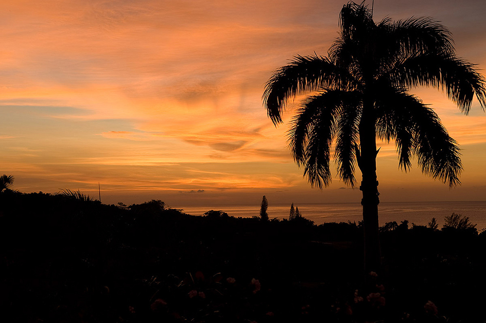 Remember to check the sunset sky before you go to bed.  And keep your curtains open for a while so you don't miss the piece de resistance, because the night view from Mirador ...