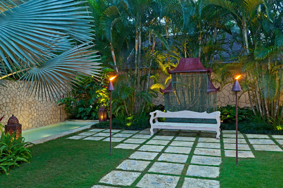 Here is a bird-lover's fantasy. The homeowners have created a safe haven here for colorful love birds, finches, white doves, and beautiful Amazon Green and African Red-tailed Grey parrots. An