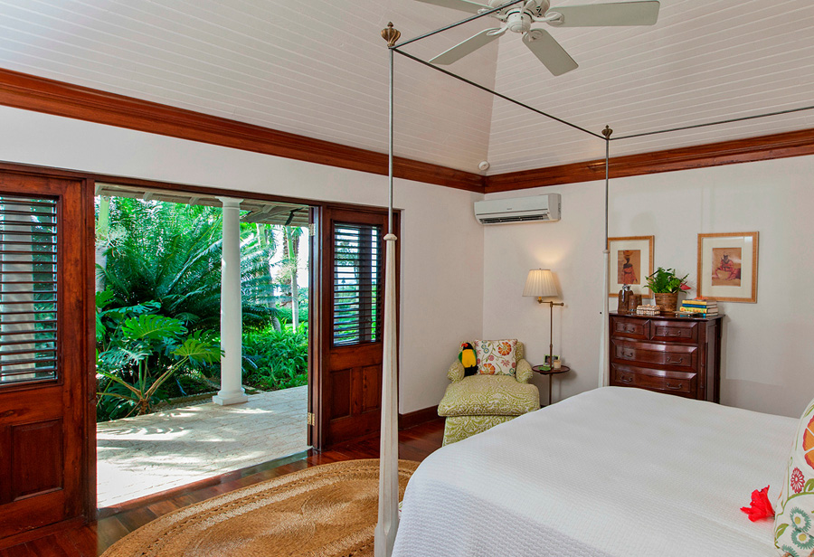 All bedrooms open through louvered French doors to the long verandah with sitting and dining areas, and pool terrace just beyond.