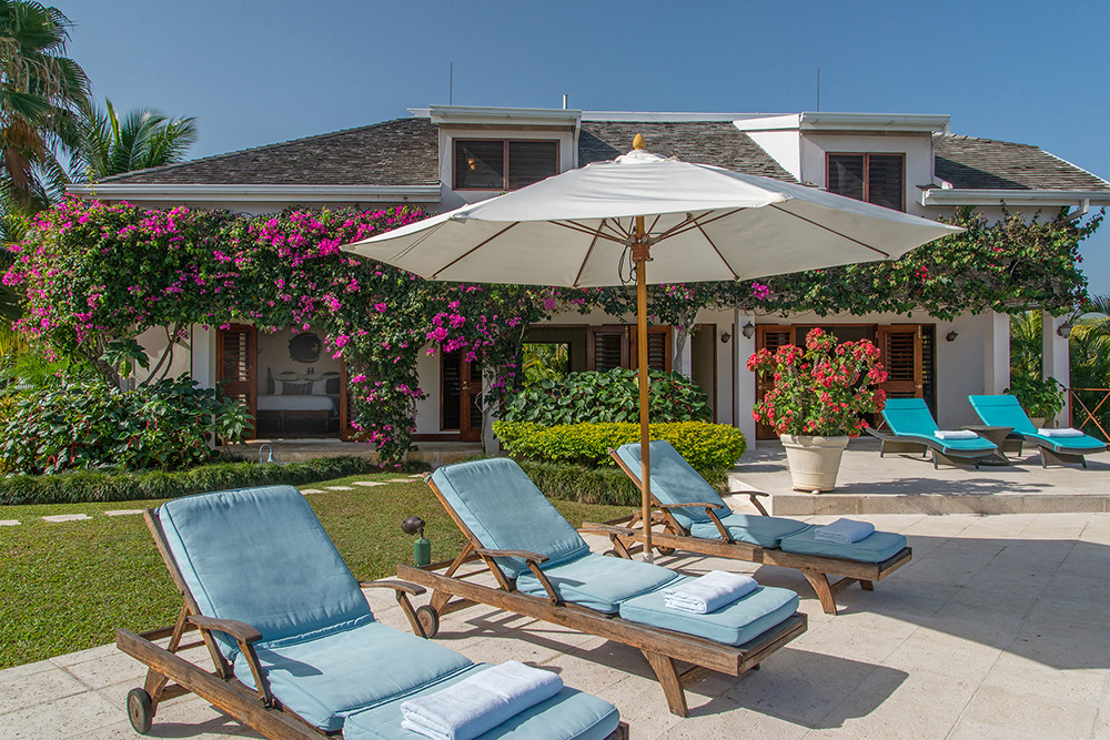 You will enjoy living poolside in the Guest Cottage.