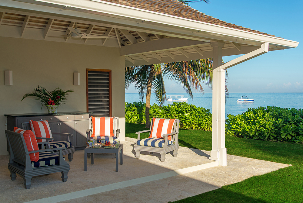 Cottage bedroom verandahs offer amazing sea-facing ocean views.