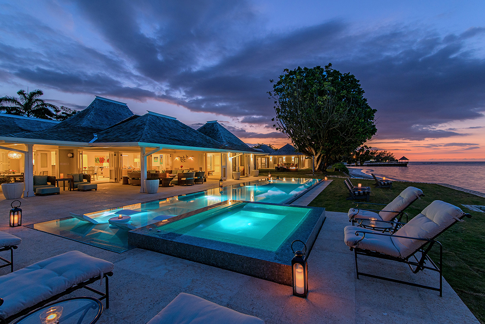 Sunset sits on the edge of the beach & sea with wide blue all-day views.