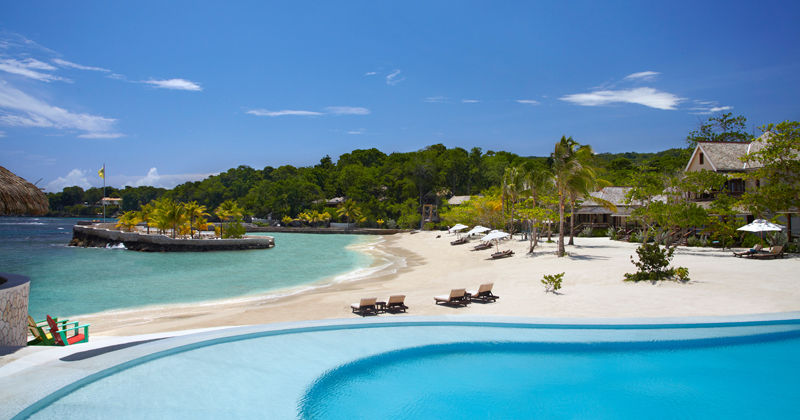 Choose a morning in the sea and an afternoon at one of the two pools (one fresh water and one salt water).